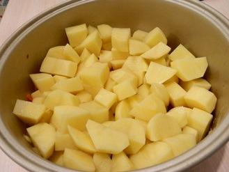 Картофельный суп с телятиной в мультиварке