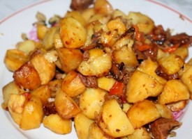 Тушеное мясо с грибами и картошкой