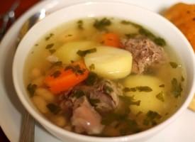 Легкий суп из говядины и картофеля