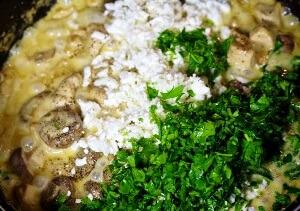 Спагетти с курицей в грибным соусе в мультиварке