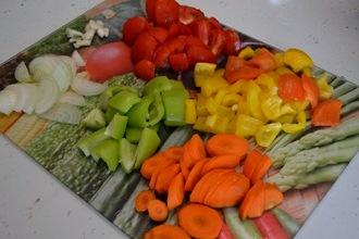Тушеный кролик с овощами в мультиварке