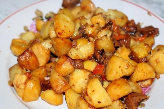 Тушеное мясо с грибами и картошкой в мультиварке