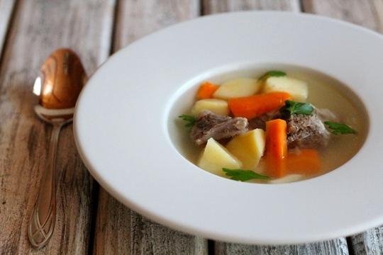 Легкий суп из баранины в мультиварке
