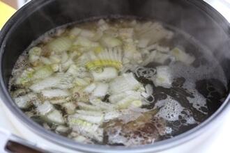 Легкий суп из говядины и картофеля в мультиварке