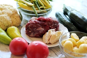 Тушеное мясо с цукини и фасолью в мультитварке