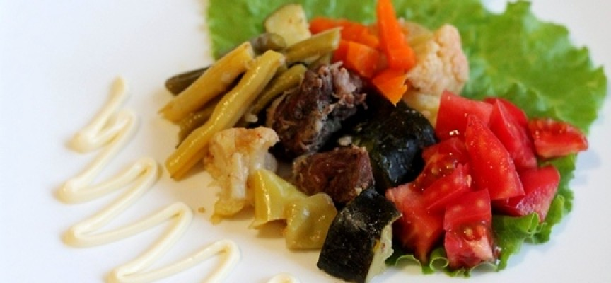 Тушеное мясо с цукини и фасолью
