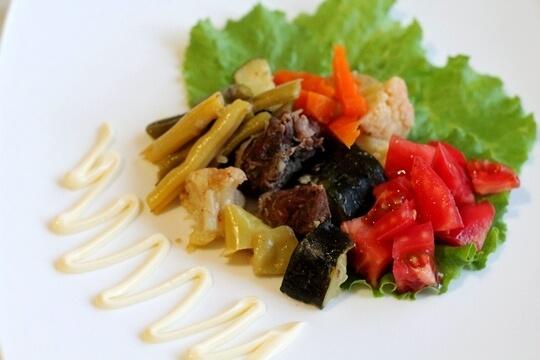 Тушеное мясо с цукини и фасолью в мультиварке