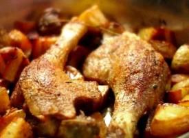 Тушеная утка с картофелем
