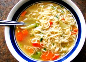 Вермишелевый суп с курицей и овощами