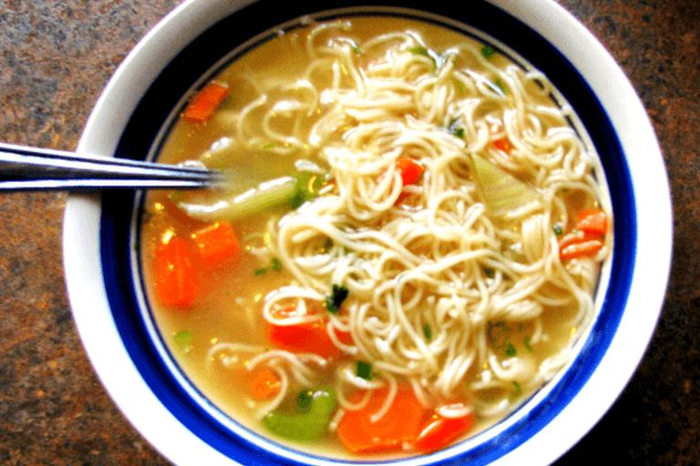 Вермишелевый суп с курицей и овощами в мультиварке
