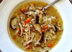 Грибной суп с курицей и рисом