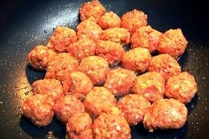 Картофельное рагу с фрикадельками в мультиварке