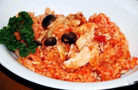 Рис с курицей и грибами в томате в мультиварке