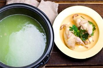 Суп из перепелок с лапшой в мультиварке